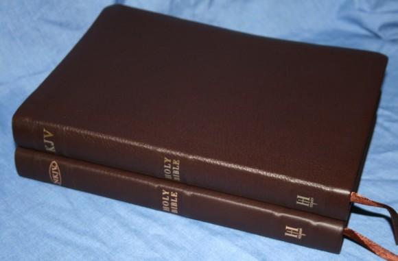 Holman NKJV Large Print Ultrathin Bible 023