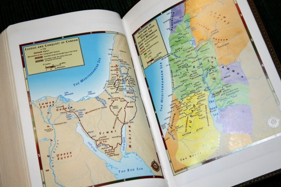Hendrickson Personal Size Giant Print Reference Bible KJV (14)