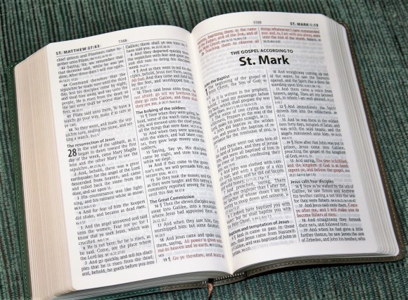 Hendrickson Personal Size Giant Print Reference Bible KJV (17)