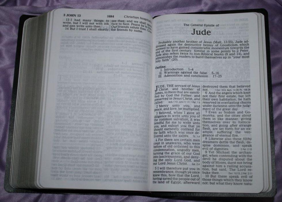 zondervan-kjv-giant-print-personal-size-reference-bible-37