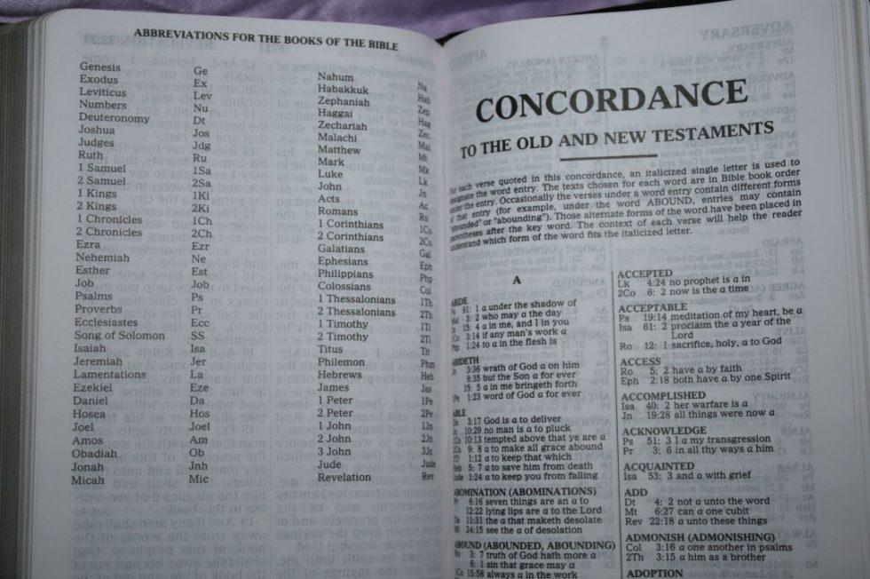 zondervan-kjv-giant-print-personal-size-reference-bible-40