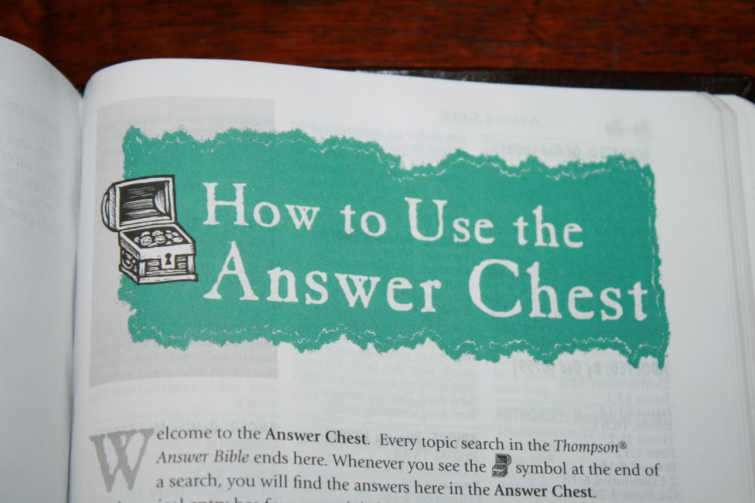 Thompson Answer Bible NIV Review - Bible Buying Guide