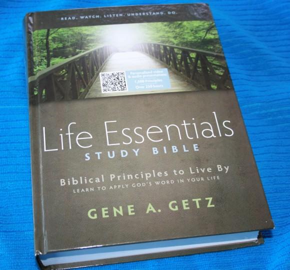 HCSB Life Essentials Study Bible 002