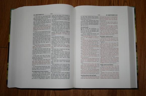 Hendrickson Large Print Wide Margin Bible KJV 007