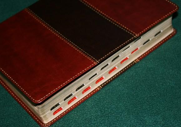 Holman Hand Size Giant Print Reference Bible KJV 032