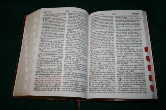 Holman Hand Size Giant Print Reference Bible KJV 048