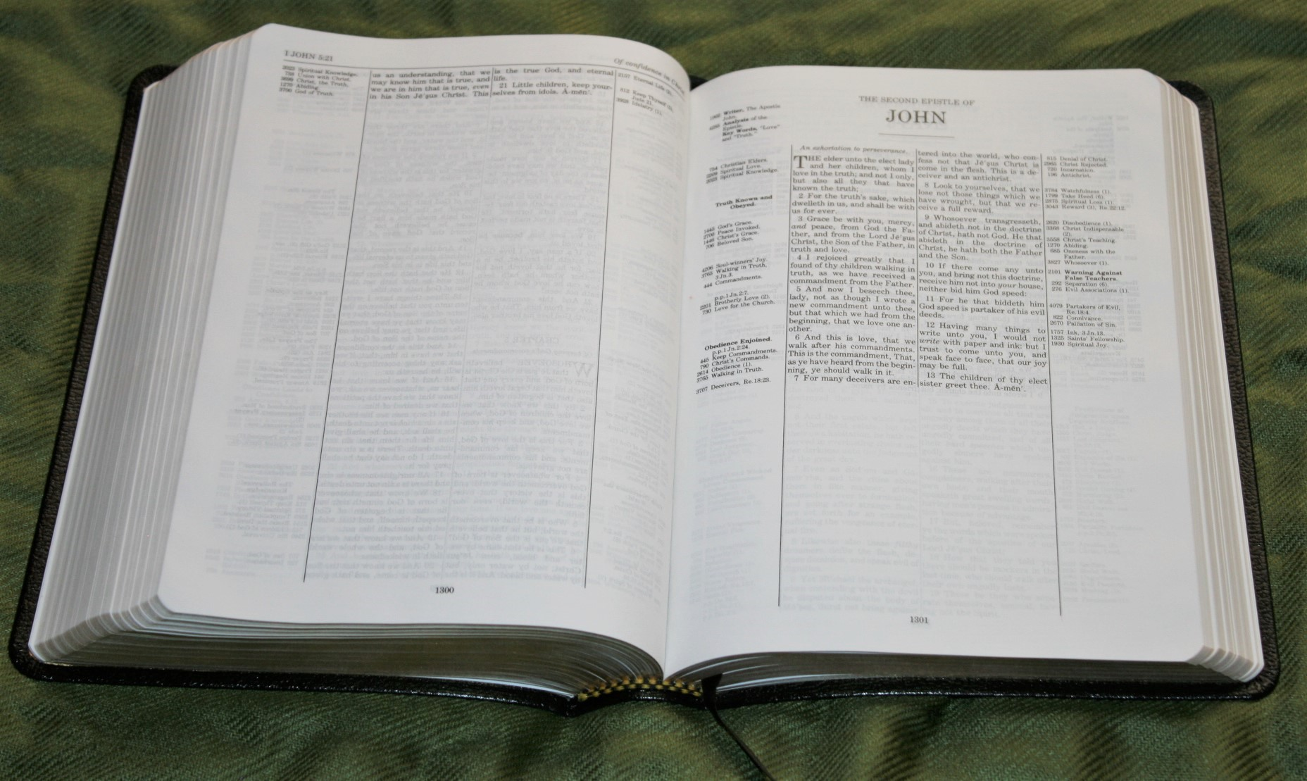 Handy Size Thompson Chain Reference Bible KJV (117)