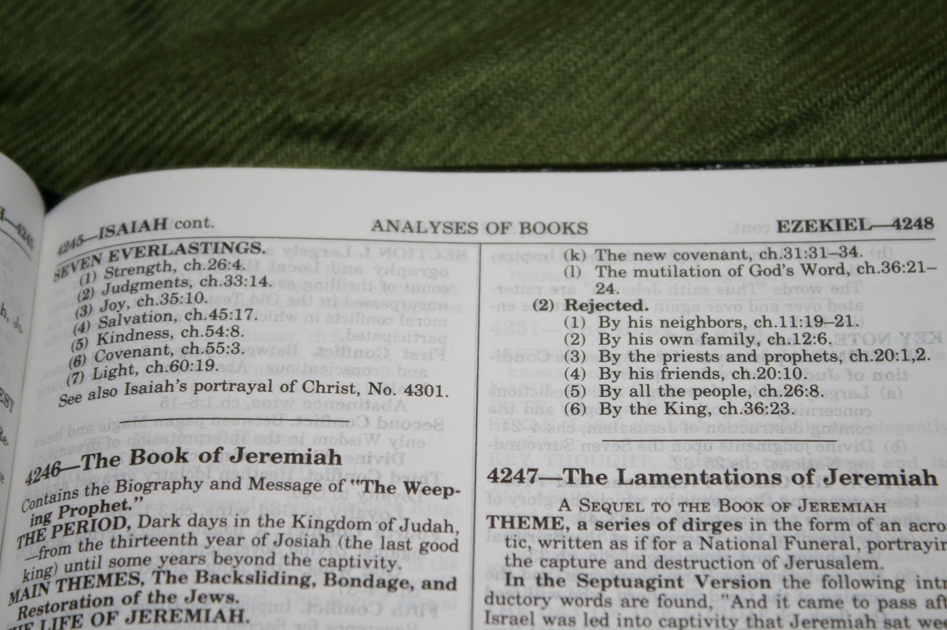 Handy Size Thompson Chain Reference Bible KJV (174)