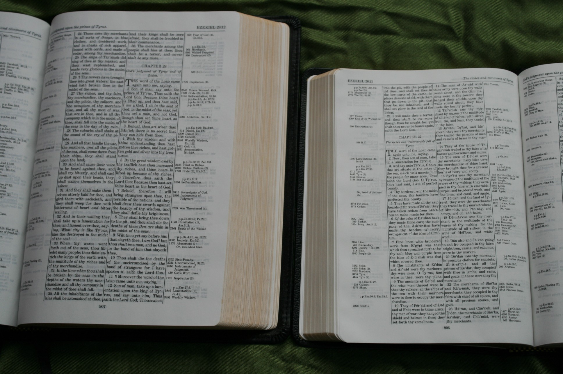 Handy Size Thompson Chain Reference Bible KJV (24)