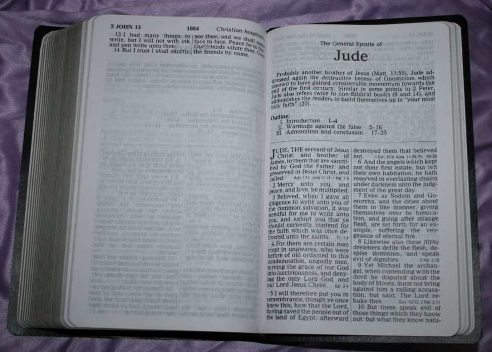 zondervan-kjv-giant-print-personal-size-reference-bible-37