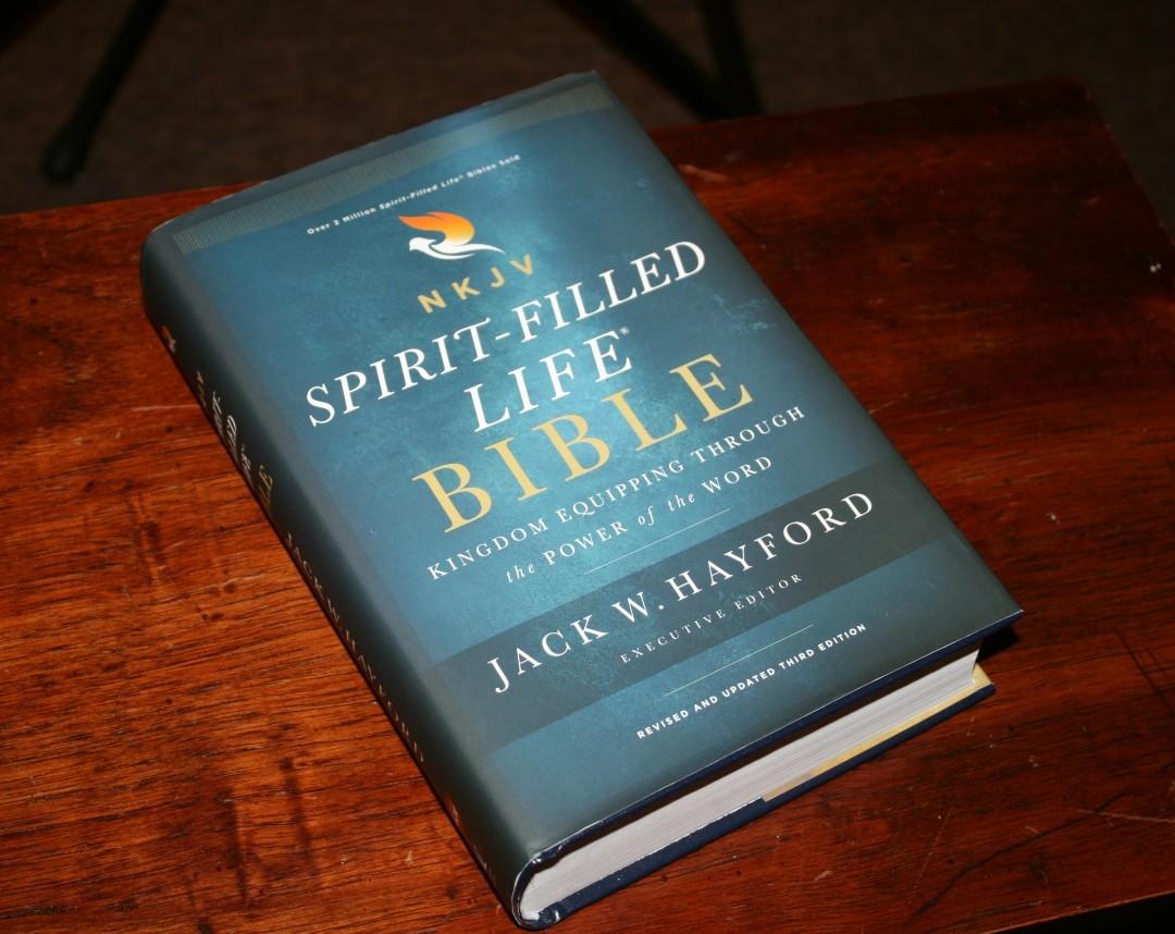 NKJV Spirit-Filled Life Bible Review - Bible Buying Guide