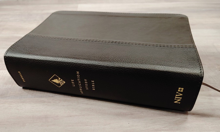 Personal Size NIV Life Application Study Bible Spine