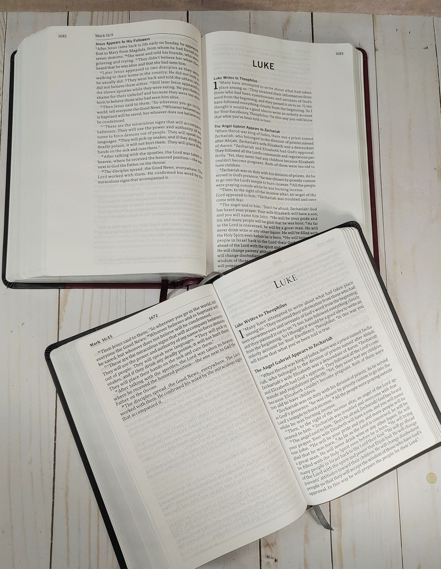 Comparison of God's Word Deluxe Bibles Paper
