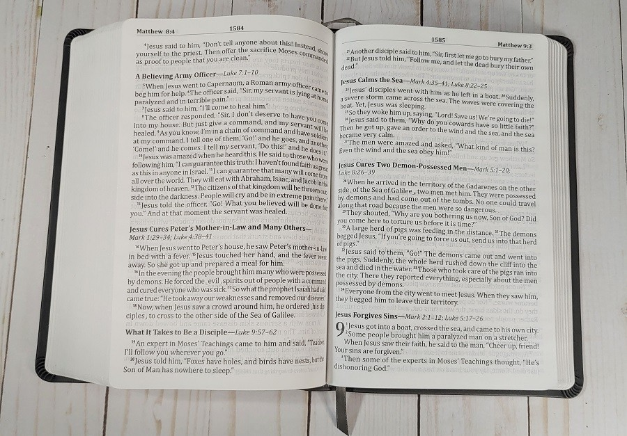 God's Word Deluxe Large Print Bible Layout